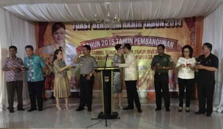 Tetty Pimpin Tos Malam Pergantian Tahun di Minahasa Selatan