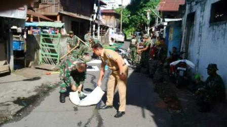 Peringati HUT ke 7 Kodam Wirabuana, TNI dan Pemerintah Kecamatan Wenang Kerja Bakti Bersama