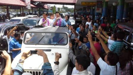 Tiba di Manado, GSVL-MDB di Arak Massa Demokrat Dari Bandara ke Rumah di Pakowa