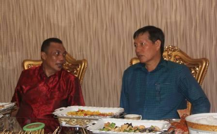 Idul Fitri, Machmud Turuis Terlihat Akrab Dengan Walikota Manado