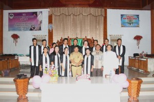 Foto bersama Bupati James Sumendap SH, Ketua DPRD Drs Tavif Watuseke, dengan Ketua Jemaat Syaloom Moreah dan Pelsus
