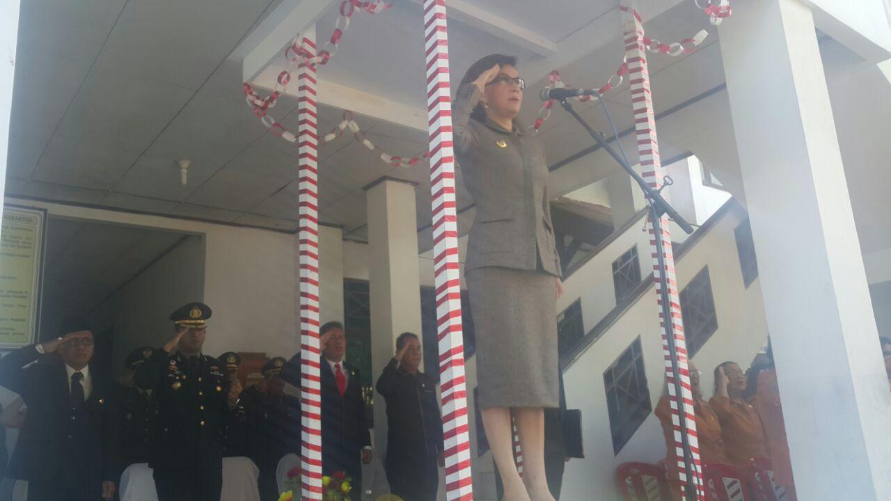 Bupati Tetty Irup Hari Pahlawan di Minsel
