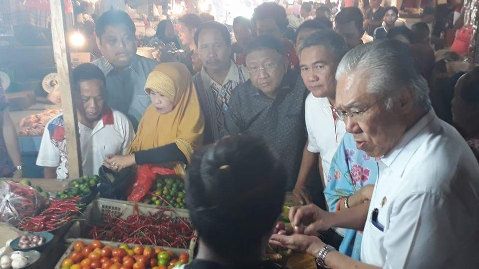 Harga Bahan Kebutuhan Pokok di Manado Stabil, Sekot Rum Usulu Dampingi Mendag RI Pantau Pasar Tradisional