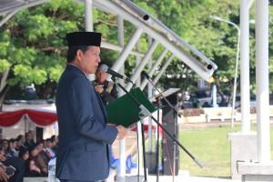 Walikota GS Vicky Lumentut membacakan sambutan Menteri Sosial, Khofifah Indar Parawansa.