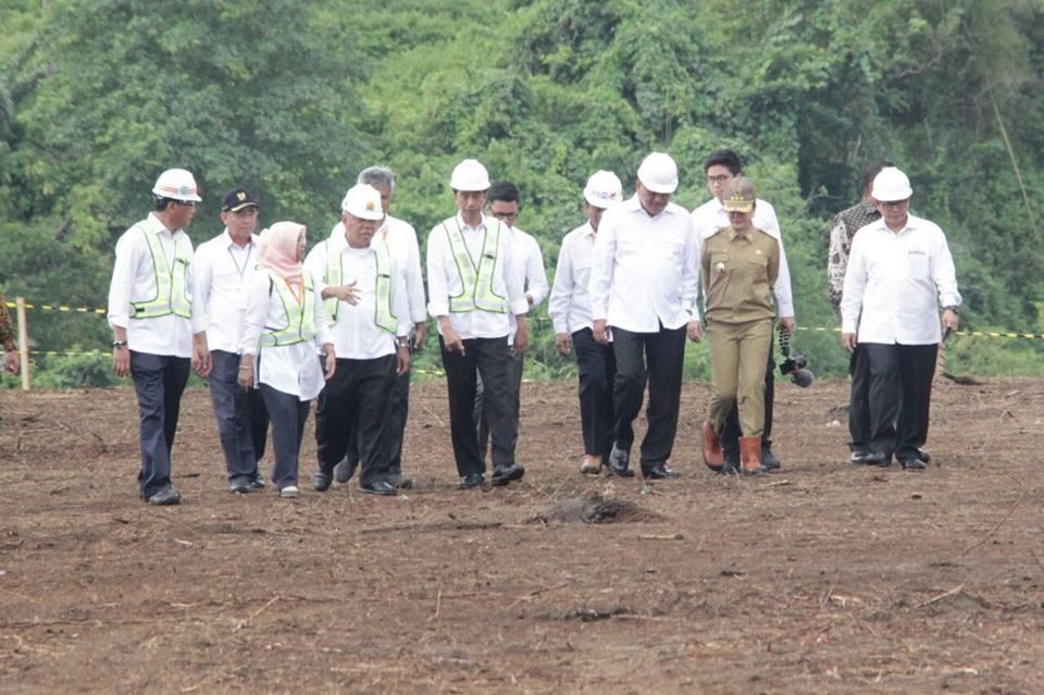Tinjau Bendungan Kuwil, Jokowi : Gede Banget Ini, Bisa Tampung Air 23 Juta Kubik