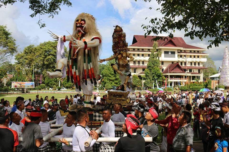 Pawai Ogoh-Ogoh Tonjolkan Harmomisasi Masyarakat Manado