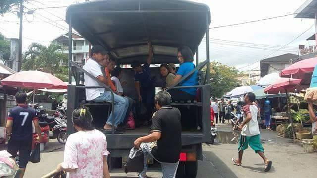 Akibat Demo Supir Angkot, Penumpang Terlantar Diangkut Kendaraan Polisi Sulut