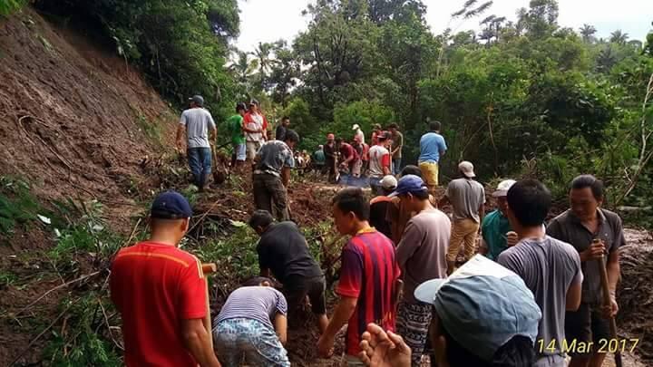 Buka Akses Jalan, Ratusan Warga Desa Raanan Baru Raya Kerja Bakti