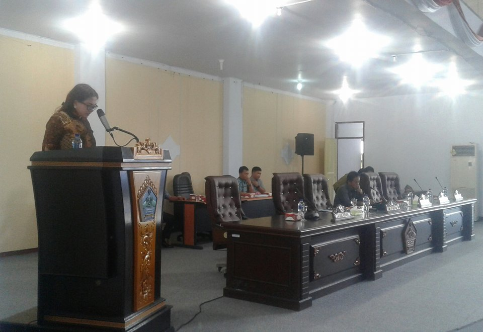 Bupati Minut Vonnie Panambunan Sampaikan LKPJ Tahun Anggaran 2016