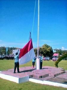 Mengibaran bendera merah putih