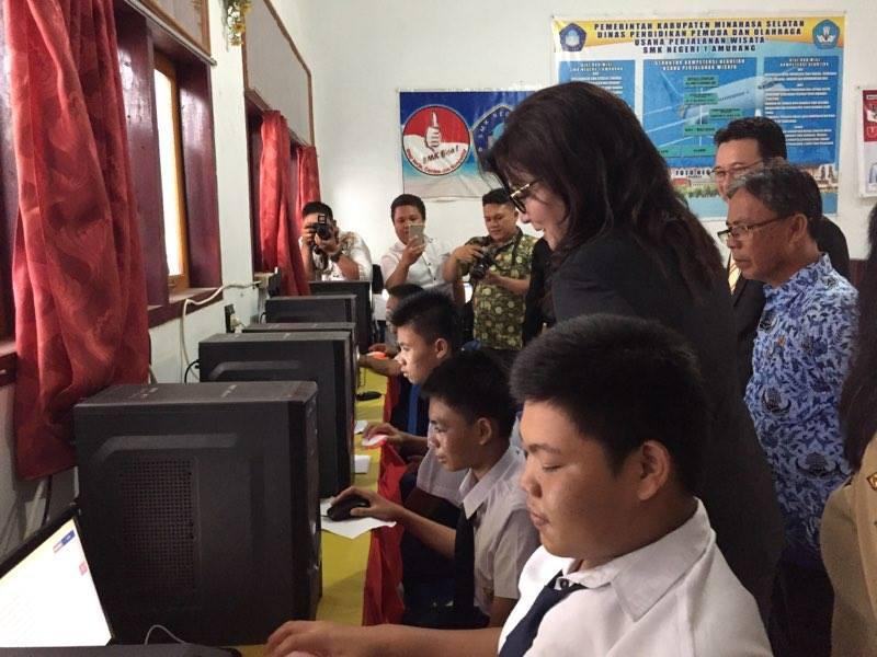 Bupati Minsel Pantau Langsung UNBK Tingkat SMP di SMK N 1 Amurang