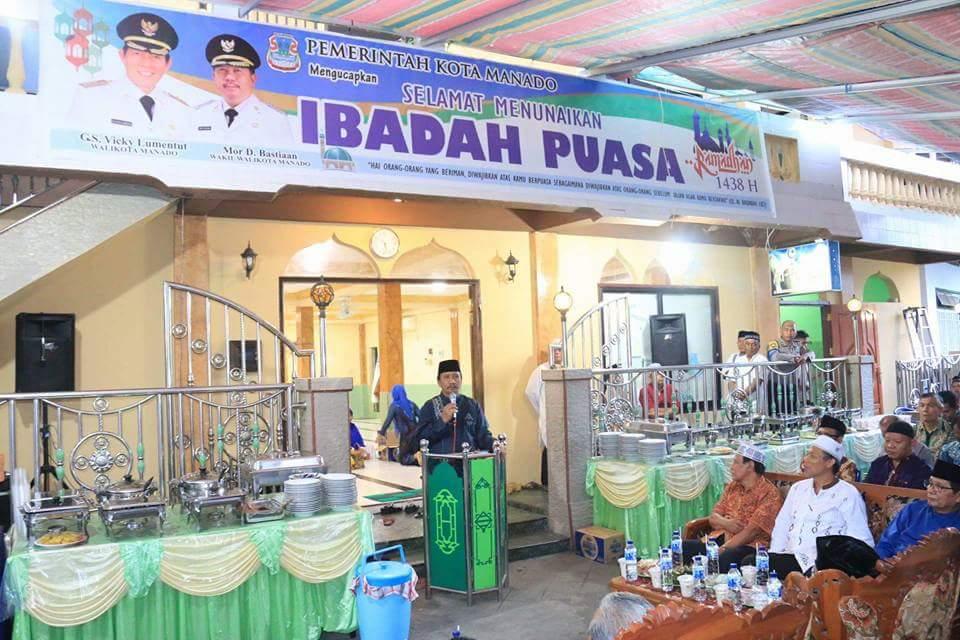Buka Puasa di Kecamatan Sario, Walikota GSVL Ingatkan Kebinekaan