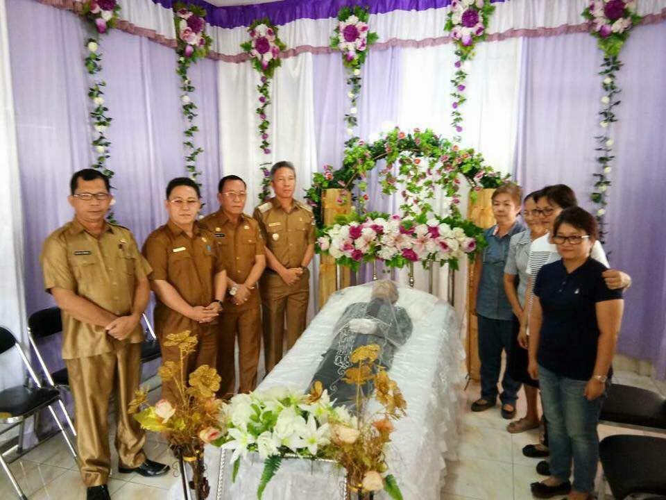 Wabup Franky Wongkar Melayat Ke Rumah Duka Mantan Pejuang Pemekaran dan Anggota DPRD Minsel