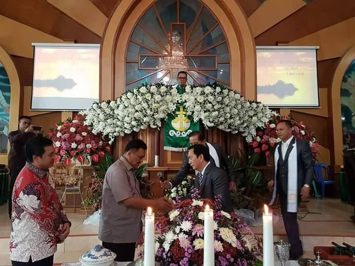 Gubernur Olly Ingatkan Jemaat GMIM Menjaga Kebersamaan dan Toleransi