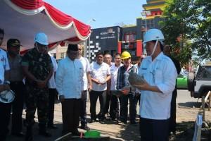 peletakan batu pertama oleh walikota Manado