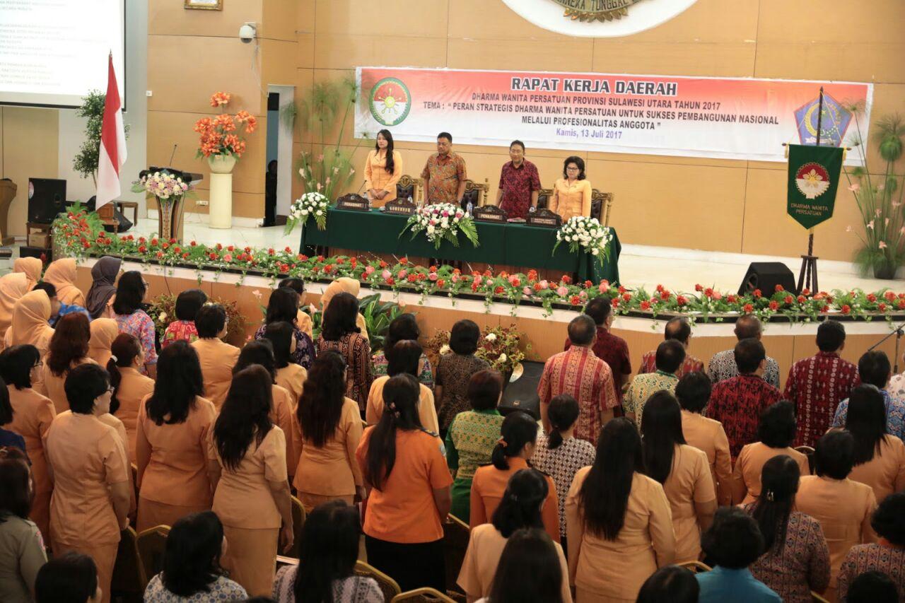 Gubernur Olly : Peran Dharma Wanita Sangat Penting Bagi Pembangunan Bangsa