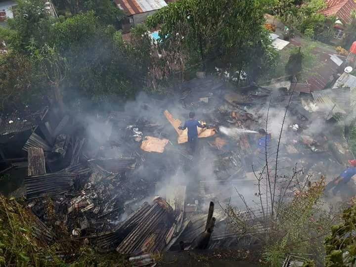 Diduga Akibat Arus Pendek, Si Jago Merah Haguskan Rumah Warga di Kelurahan Tingkulu