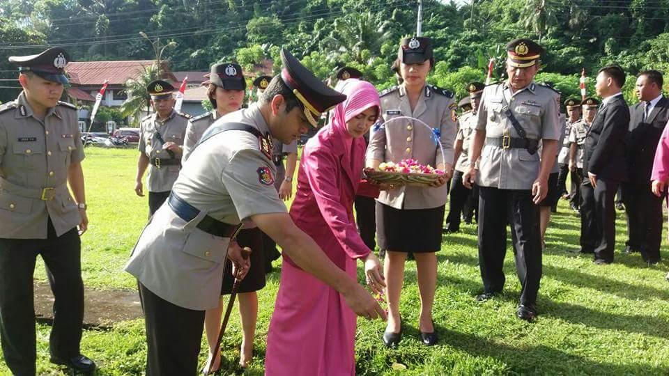 Peringati HUT Polri ke- 71, Kapolres Minsel Gelar Tabur Bunga di TMP Amurang