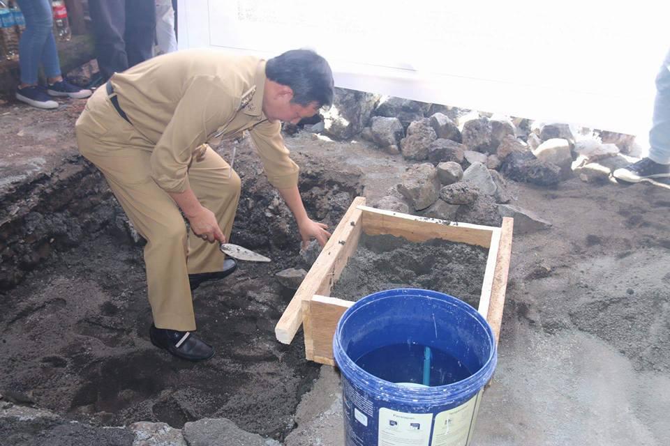 Pasar Pinasungkulan Direvitalisasi, Walikota Manado Letakan Batu Pertama