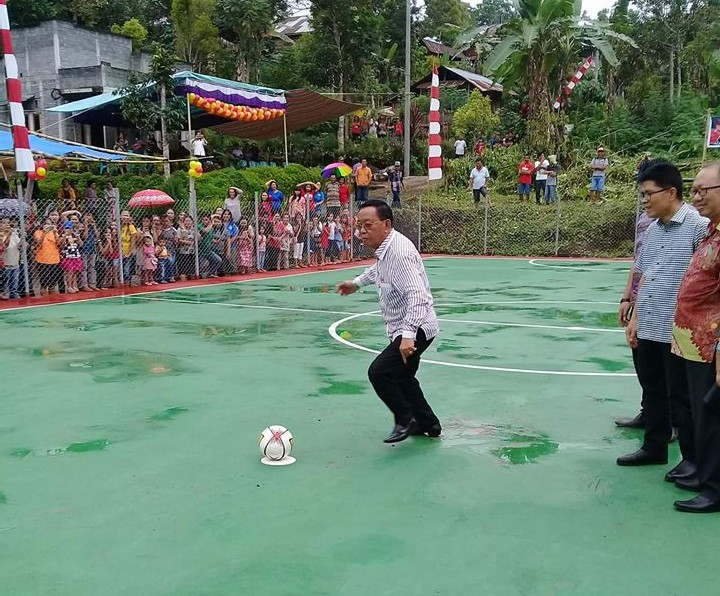 Rindengan Hadiri Peresmian Lapangan Futsal Kumelembuai Atas