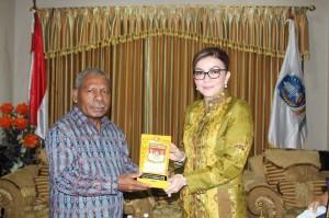 Kunjunga kerja Tetty di Papua