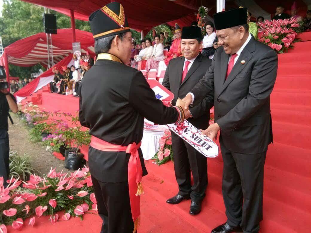 "HUT ke 53 Provinsi Sulut, Walikota GSVL Dapat ""Kadoh"" 5 Unit Dump Truk"