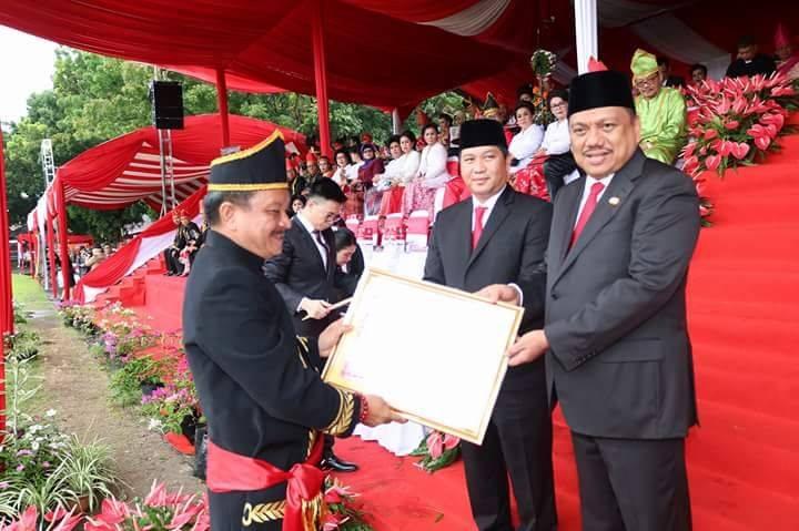 Pemkot Bitung Terima Penghargaan LPPD di Moment HUT Provinsi Sulut