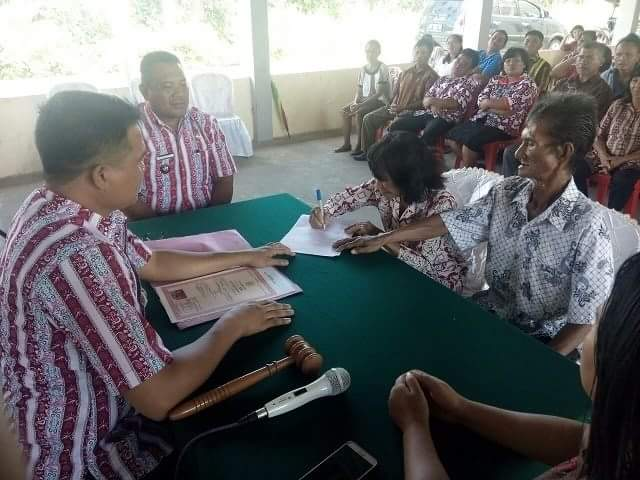 Disdukcapil Mitra Gelar Pencatatan Nikah Massal di Desa Minanga Tiga