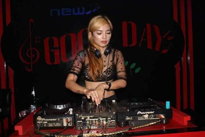 Dj Elle Emo Hipnotis Pengujung New Good Day Club
