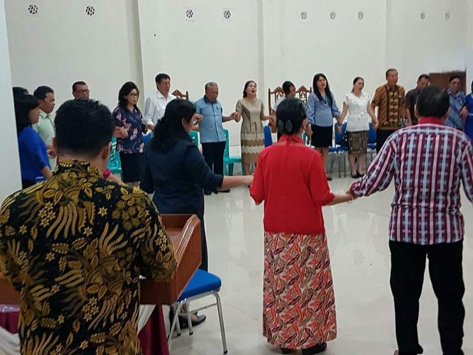 Calon Pelsus di GMIM Elim Malalayang, GSVL dan Prof Paula Ikut Ketekisasi