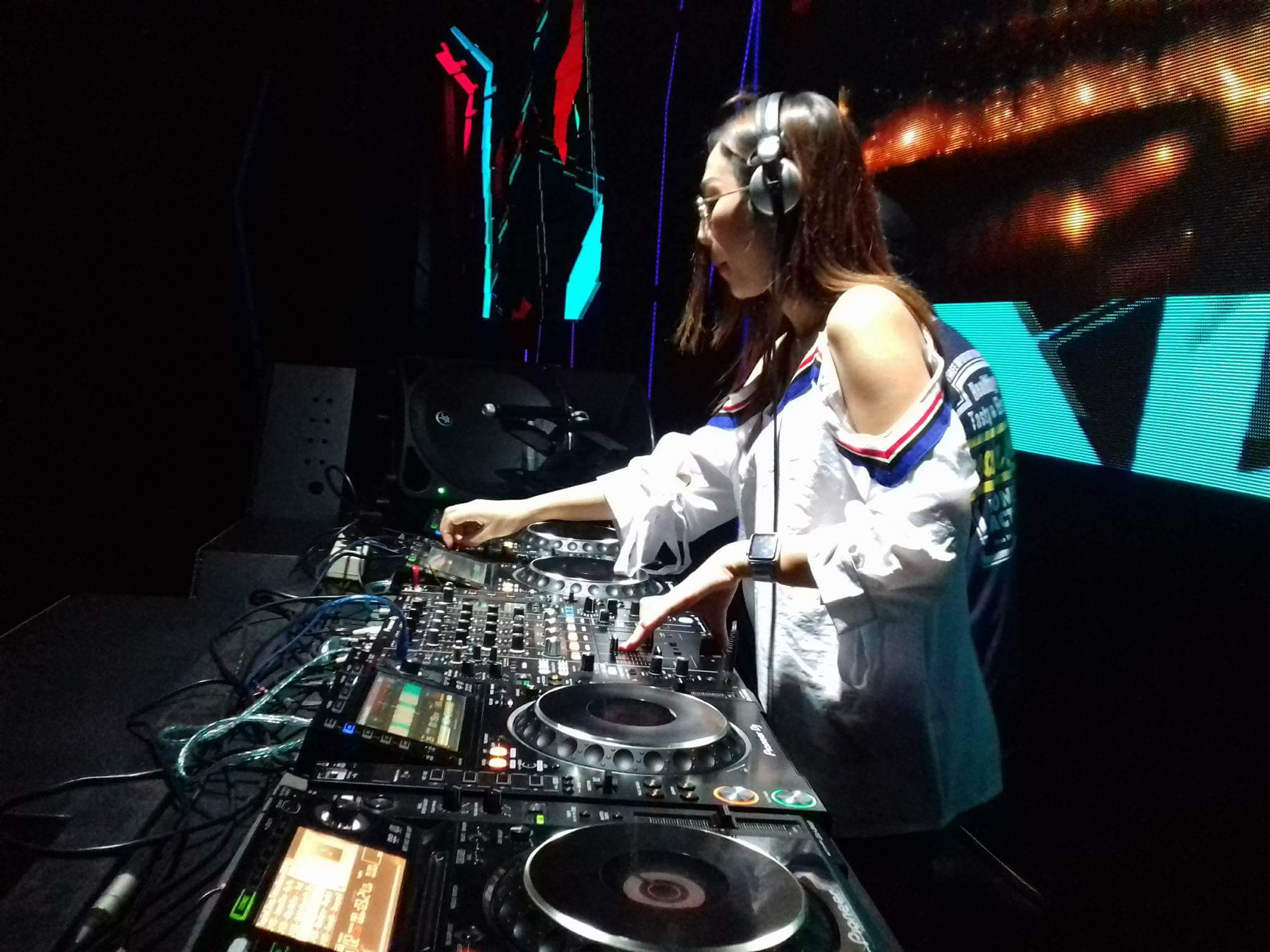 Mainkan 30 Lagu, Dj Dhelova Sukse Hibur Para Pengujung di Altitude The Club