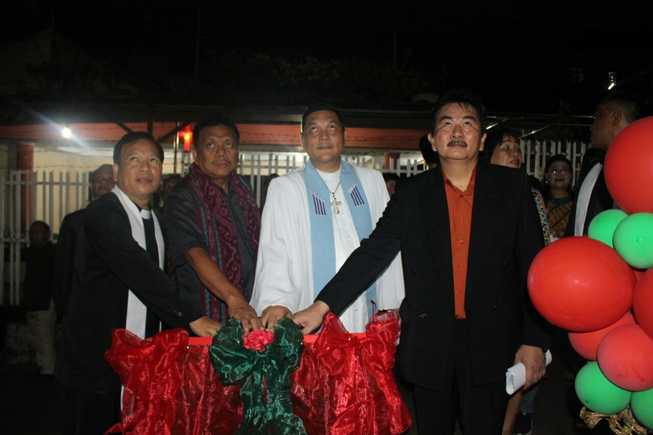Hadiri Ibadah Syukur HUT ke-20 Jemaat GMIM Petra Mahakeret Ini Pesan Gubenur Olly