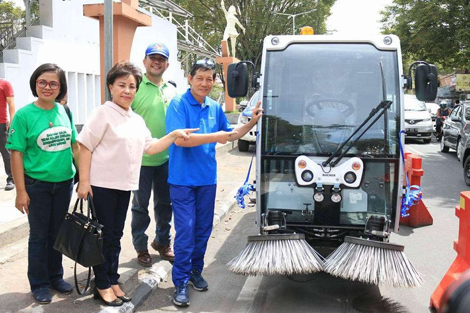 Dianggarkan Rp 1 Miliar, Kini Kota Manado Miliki Road Sweaper