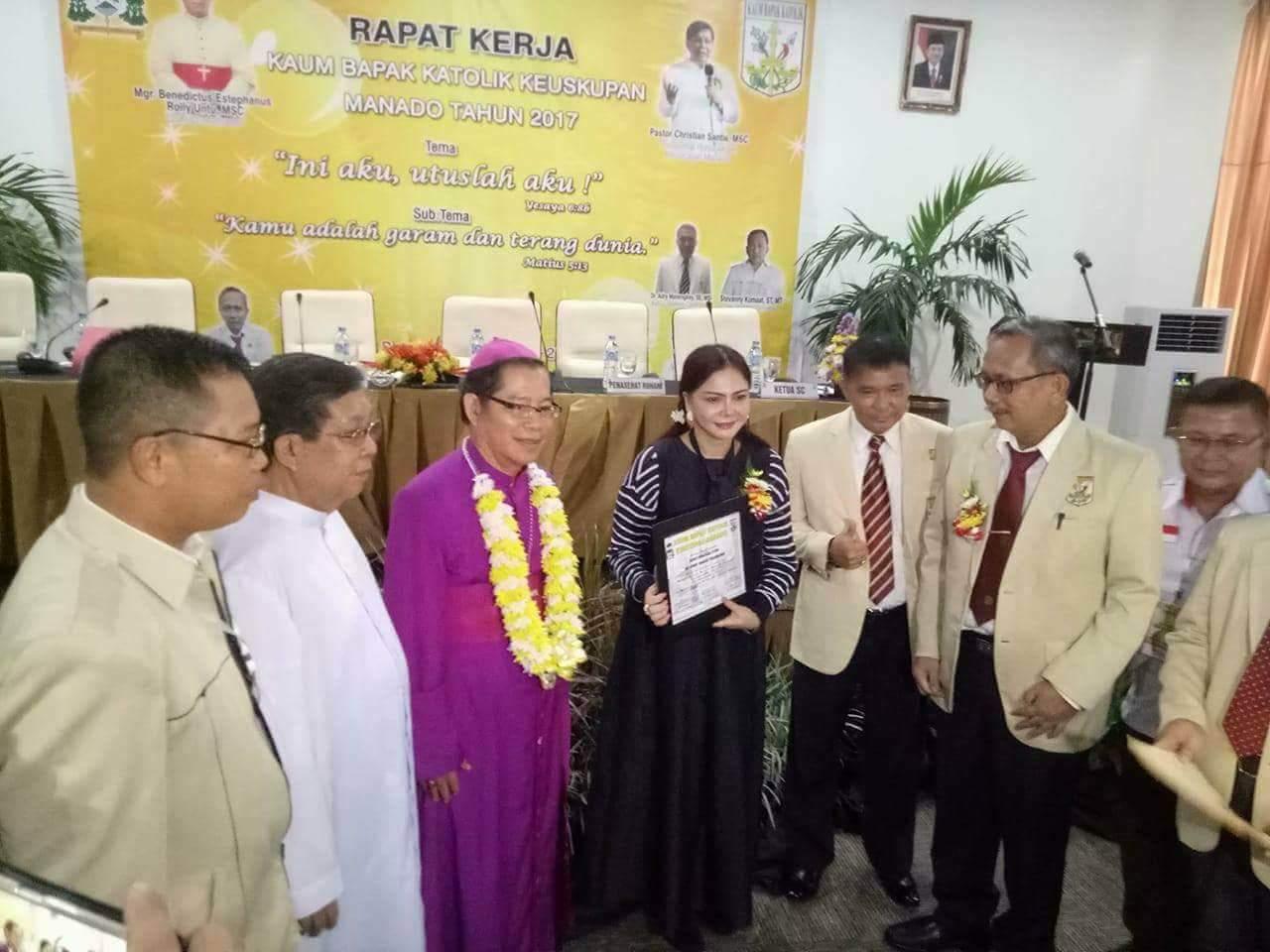 Buka Raker KBK Keuskupan Manado, Bupati VAP: Teladanilah Iman Abraham