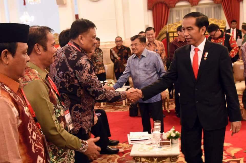 Jokowi Minta Olly Dondokambey Percepat Pembangunan Jalan Lingkar Manado