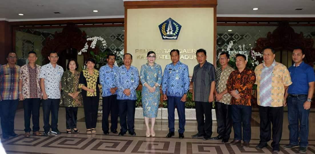 Bupati Minsel Pimpin Rombongan Belajar Pariwisata di Bali