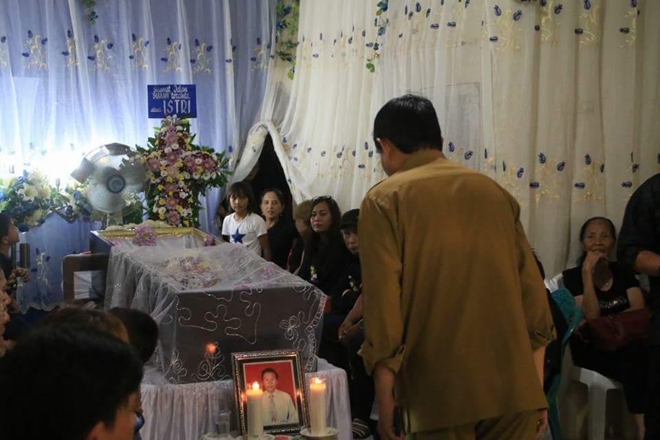 Hadiri Ibadah Pemakaman Almarhum Buang Paat di Tonsealama, Walikota Vicky Lumentut Ajak Banyak Berbuat Kebaikan