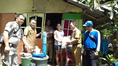 Dinsos Salurkan Bantuan Korban Bencana Tanah Longsor