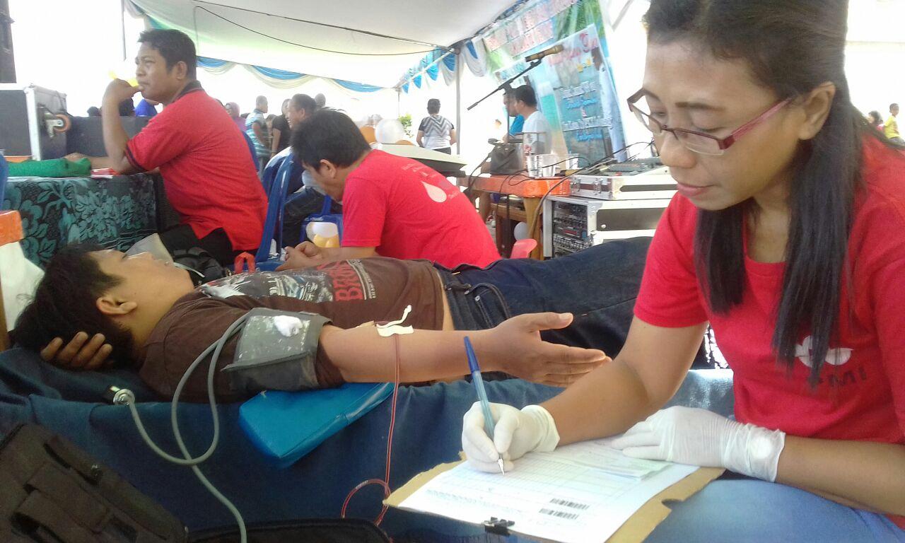 Donald Sambuaga Rayakan HUT Dengan Menggelar Baksos Dan Donor Darah Gratis
