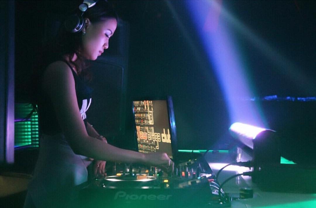 Malam ini, Dj Nerra Devenlee Bakal Guncang Panggung Altitude The Club Manado