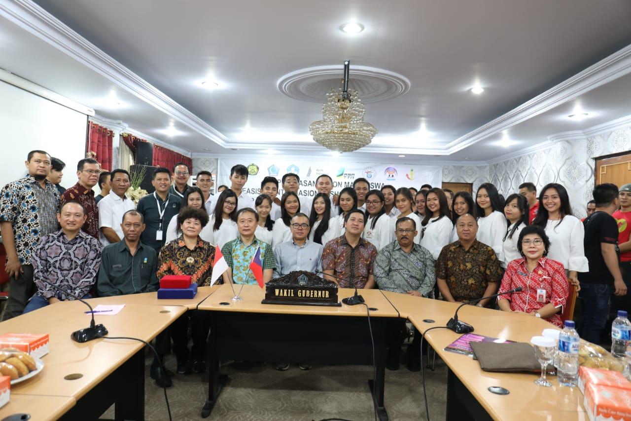 Beri Beasiswa 21 Calon Mahasiswa ke Taiwan, Pemprov Malah Kritisi PT. MSM