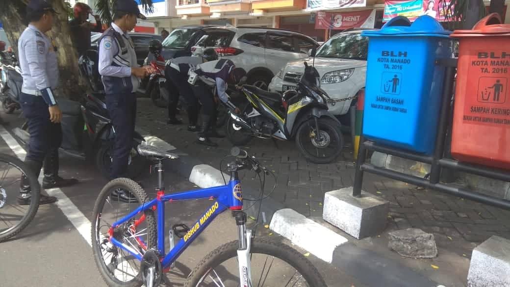 Tim Patroli Dishub Manado Intenskan Pengempesan Ban