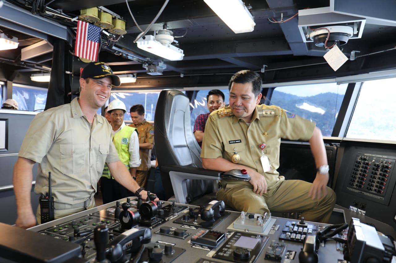 Kapal Perang Berbendera Amerika Masuk di Bitung