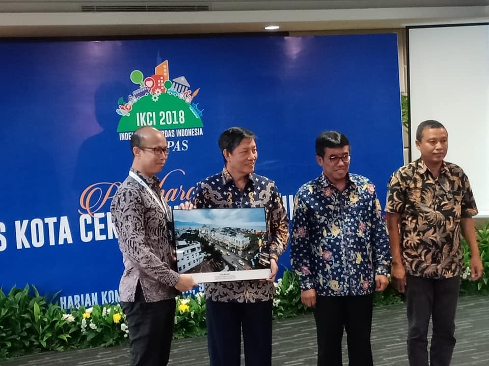 Walikota Manado Terima Penghargaan Indeks Kota Cerdas Indonesia 2018