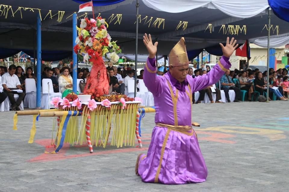 Kue Tamo akan diarak dari Gereja Sentrum ke lapangan Tikala