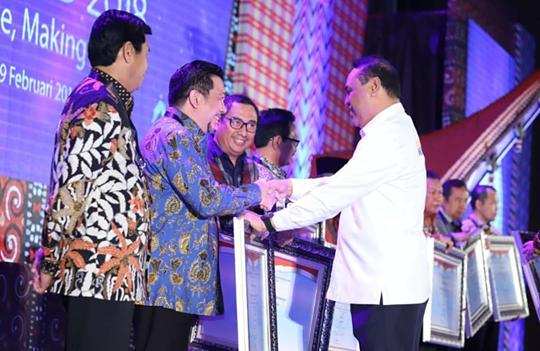 Pemkot Manado Terima Penghargaan SAKIP Predikat BB