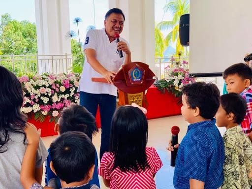 Gubernur Olly Rayakan Paskah Dengan ASM