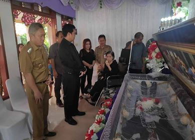 Wabup FDW Dampingi Wagub Kandouw Melayat ke Rumah Duka Alm Jhony Smith