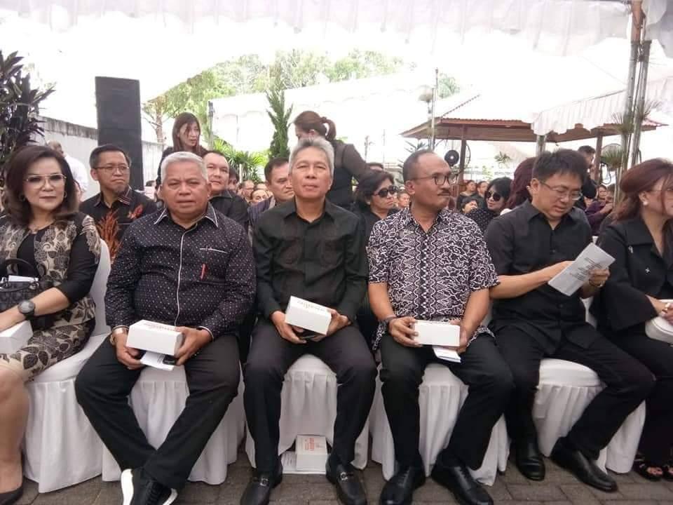 Wabup FDW Hadiri Ibadah Pemakaman Ayah Mertua Gubernur Sulut