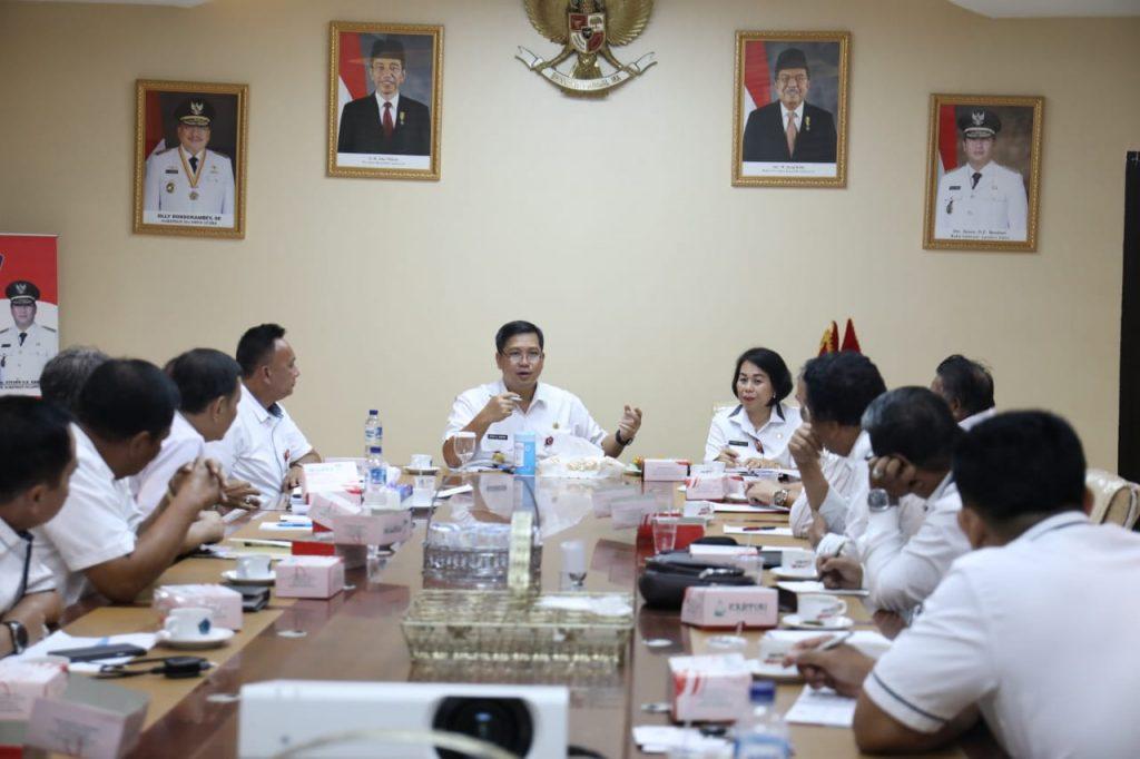 Kandouw Ajak Staf Khusus Awasi Kinerja Kepala SKPD